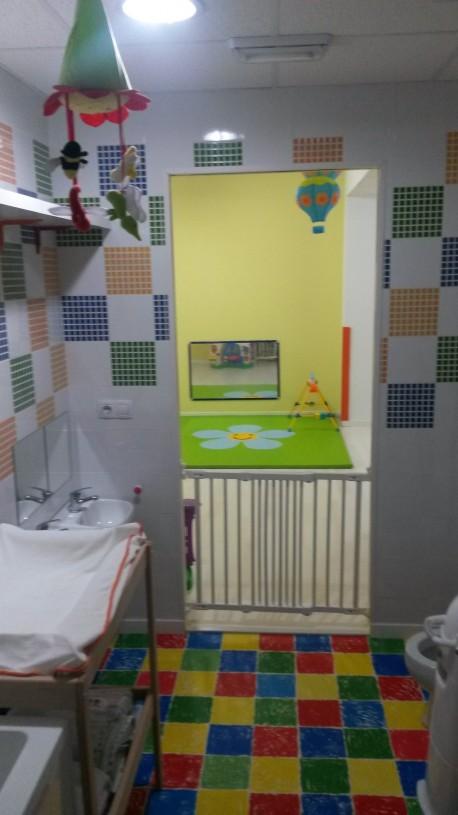 Aula Amarilla zona de cambio de bebés.